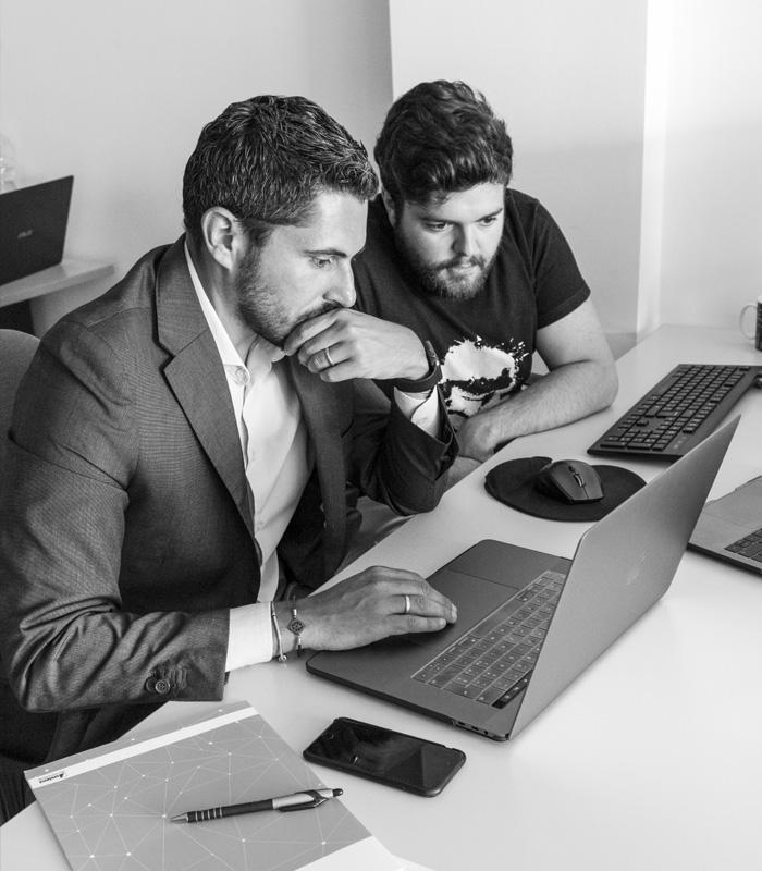 Fabio e Giammarco al computer - Promos Web 22